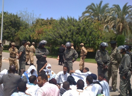 1 Apr 2012 Jobless #Mauritania protesters defy threats