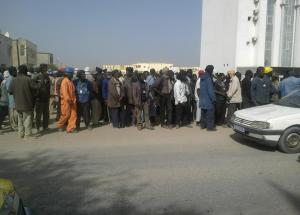 24 Apr 13 Mauritania dockers gather outside Ministry building