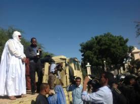 10Jan Aziz outside the palace