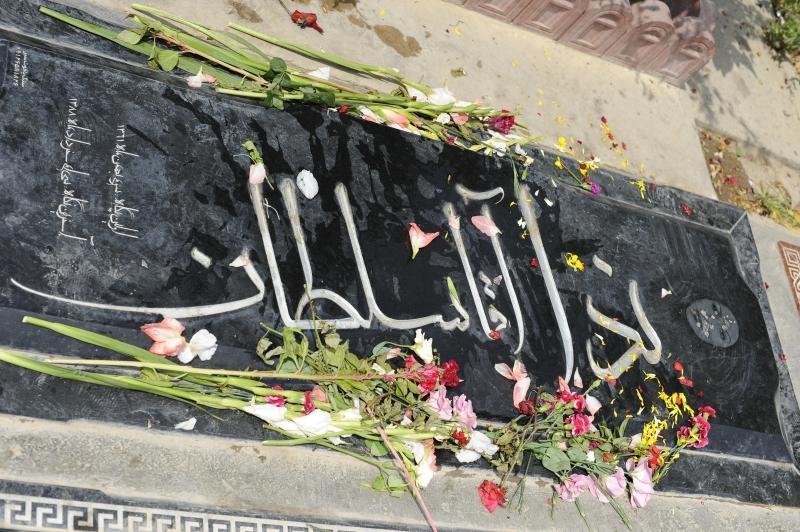 Neda_Agha-Soltan_gravesite_in_Behesht-e_Zahra_cemetery_in_Iran